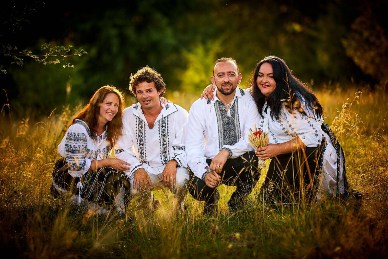 Fotografii De Cuplu In Costume Traditionale Romanesti (18)