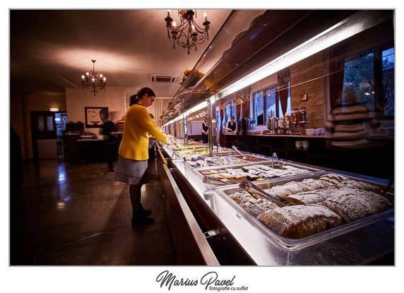 Fotograf mic dejun hotel-pensiune Moeciu