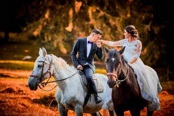 Fotografii dupa nunta langa Brasov pe cai