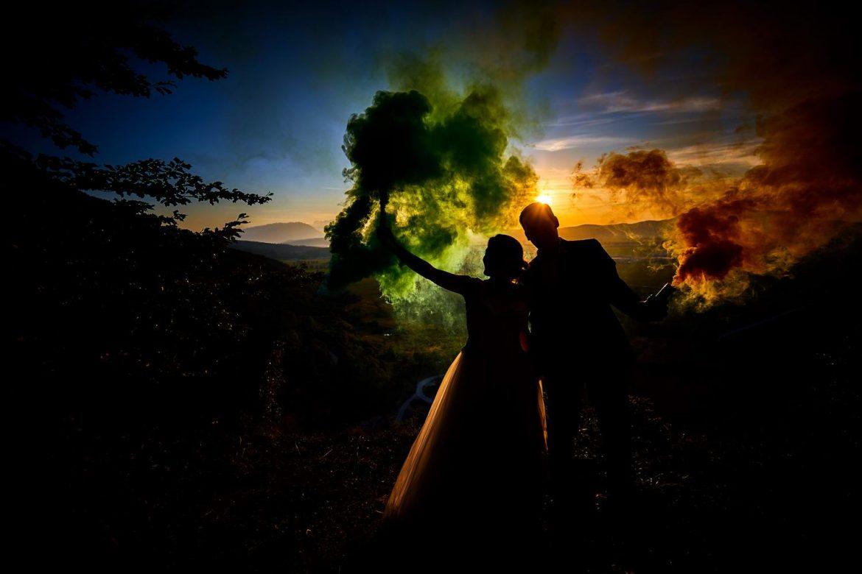Trash the dress cu fumigene si artificii