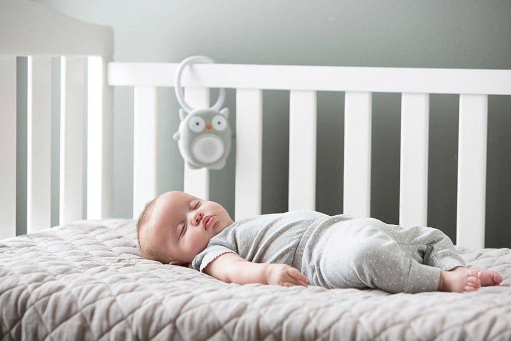 zgomot alb bebe