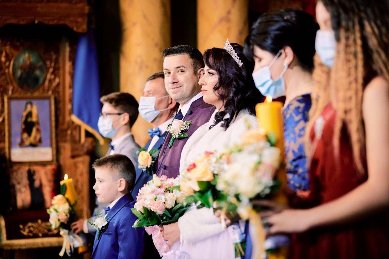 Ceremonie Religioasa Cu Distantare Sociala