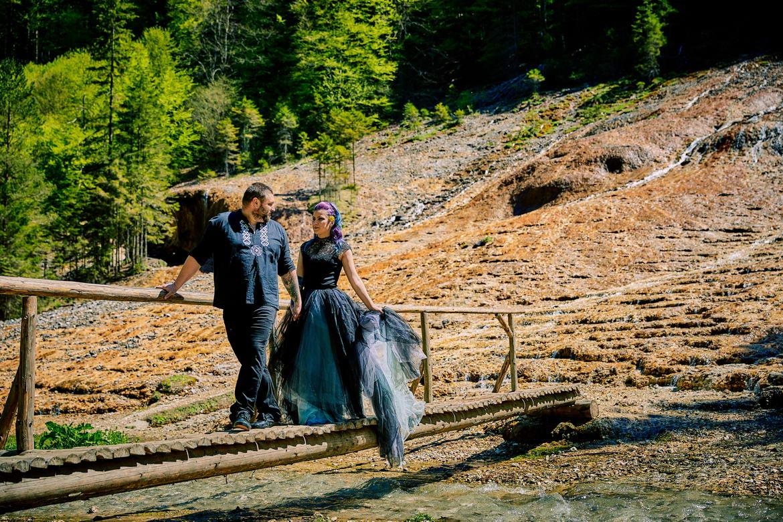 Trash The Dress Cascada Urlatoarea De La Vama Buzaului (19)