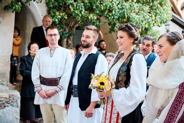 Logodna & Civila In Costume Traditionale (30)